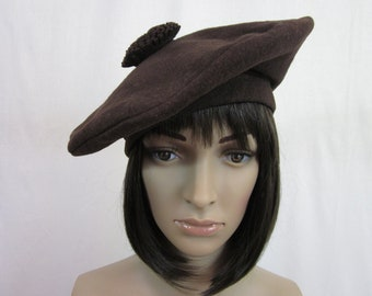 1920s Brown Wool Beret with Buckles