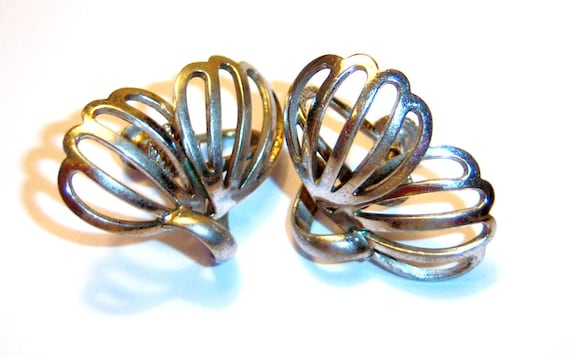 vintage silver tone wings screw on earrings
