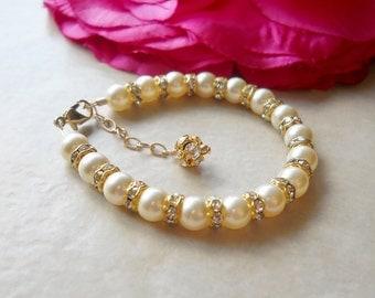 Classic Swarovski Pearl and Rhinestone Bracelet in Gold B077