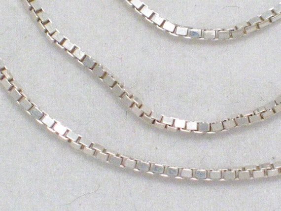 PRe OWned Italian 925 sterling Silver box / square link chain NECklace size 18in