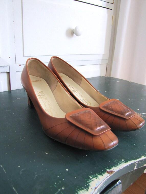 Vintage 1960's Caramel Tan Leather Chunky Heeled Socialites / Secretary Pumps / Size 7 AA Narrow