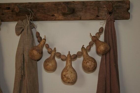 Primitive Bottle Gourd Garland with Nutmeg