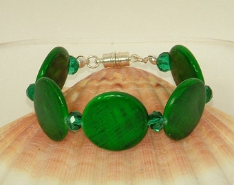 Mother of pearl and Chinese crystal bracelet in emerald green