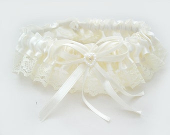 IVORY Lace Toss away Garter with stretchy elastic band. Add your own finishing touches of feathers, flowers and jewelry.