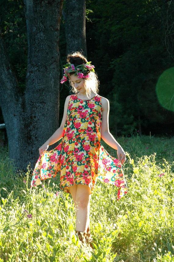 S A L E........ 100% Silk Mini Dress... 1980s Floral Dress... SUNSHINE (s)
