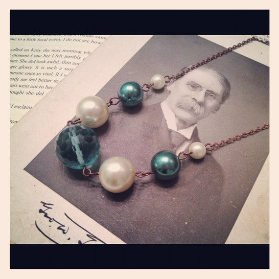 Retro Classy Pearly Bauble Necklace