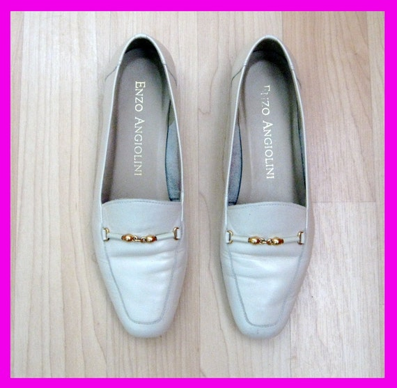 Vintage Creme Enzo Angiolini Loafers with Gold Chain Detail Sz. 6.5M / 37