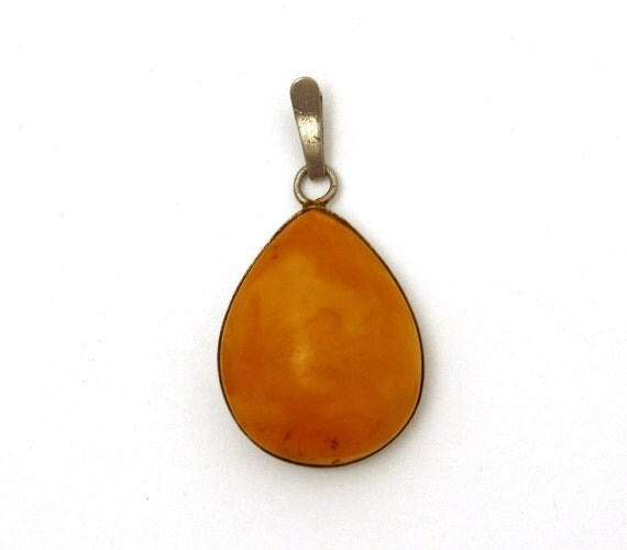 Vintage sterling silver with genuine baltic amber pendant