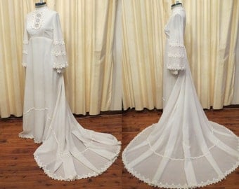 Vintage White 70s Hippie Daisy Flower Cotton Lace Empire Waist Wedding Dress with Cathedral Style Train