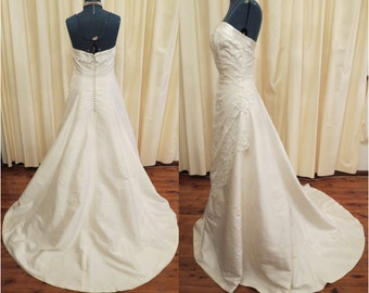 Vintage Sexy Silk Ivory Strapless Wedding Dress with Swarovski Crystal Hand Embroidery and Tulle Lace