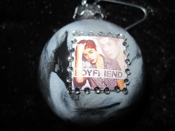 Small Hand Crafted Glass Christmas Ornament Justin Beiber - Girlfriend