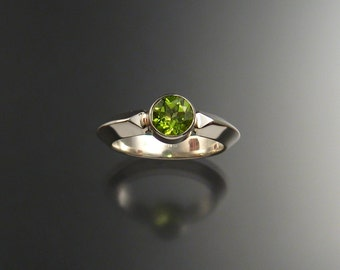 Peridot ring Sterling silver Triangular band Made to order in your size
