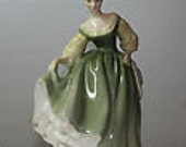 Perfect Royal Doulton Figurine Fair Lady HN 2193 COPR 1962