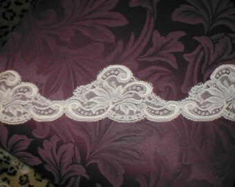 Vintage IVORY French Chantilly Lace Trim
