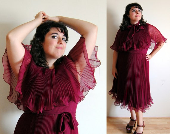 Plus Size Vintage Dress 1970's Ruby Red Oxblood Accordion Disco Dress // Plum on the Dancefloor Fall Fashion // Size 14 XL