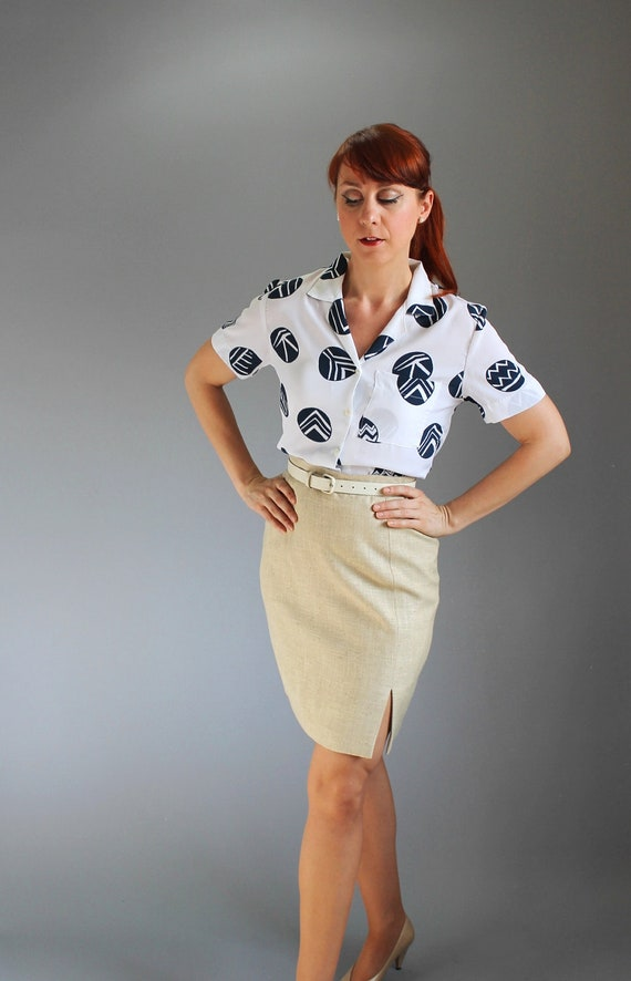 Sale - 1980s Beige Pencil Skirt. Office Fashion. Mad Men Fashion. Summer Fashion. Fall Fashion. Size Medium