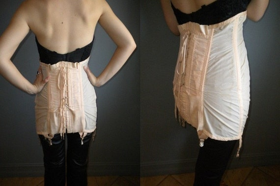 1930s 1940s peach corset / lacing hooks eyes/ s sm m