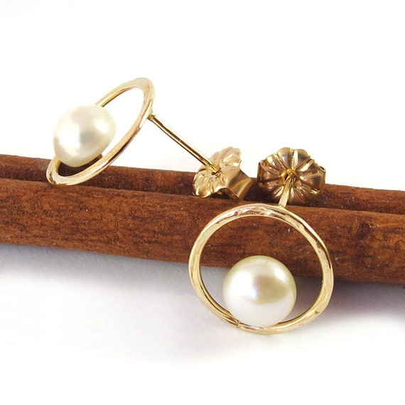 Post earrings, white freshwater Pearl earrings, 14K Gold filled studs Earrings, studs pearls, shiny, wedding, hammered, bridal earrings