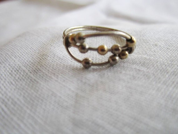 Vintage Silver Tone Wire Ring with Metal Bead Design