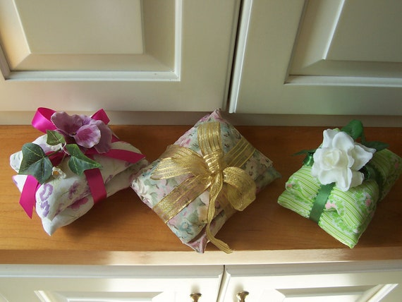 3 Lavender Sachets Potpourri Small Fabric Pillow Bundles Dainty Mini Cushions Fragrant Aromatic Therapeutic Home Decor Eco Set Bed Bath Gift
