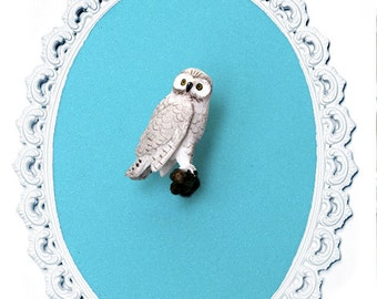 Miniature Snowy Owl - Victorian Framed Object - Wall Art Decor - 5x7in