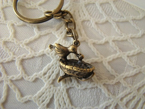 Antique Brass Birds Nest Keychain