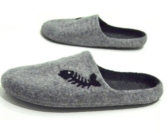 Handmade felted mens slippers with fishbone - clogs for men - minimalist shoes