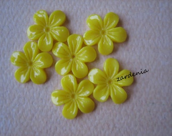 6PCS - Mini Violet Flower Cabochons - 11mm - Resin - Yellow - Cabochons by ZARDENIA