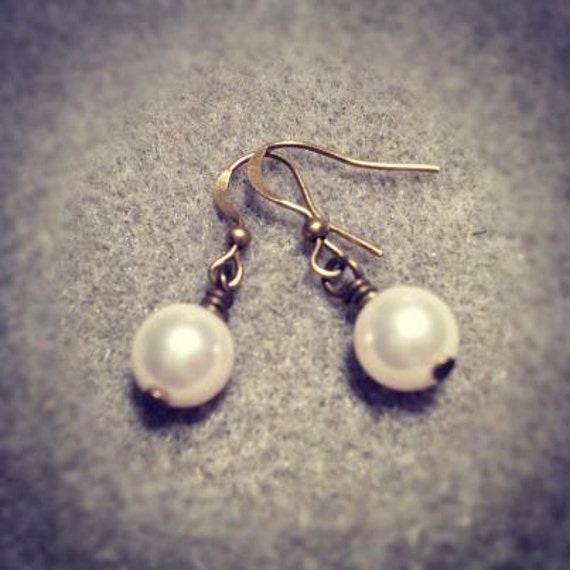 Pearl Drop earrings / fashion jewelry / bridesmaid necklace / Stocking filler