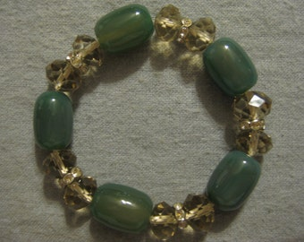 Green Glass and Crystal Beaded Bracelet