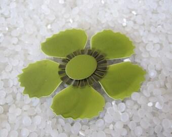 enamel mod flower green  daisy brooch