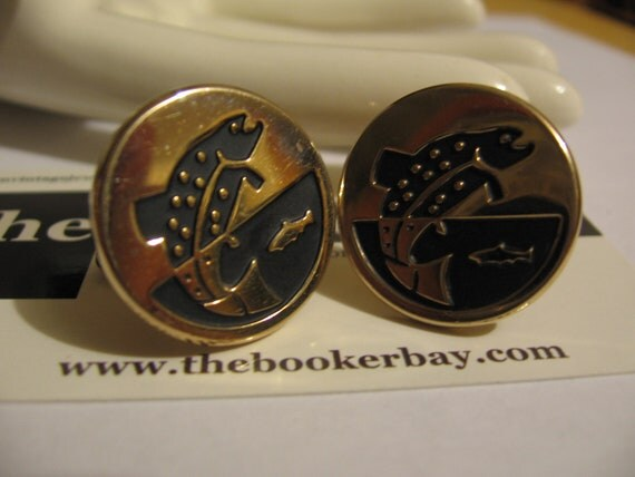 FREE SHIPPING USA vintage pair Cuff Links with Fish Fishing motifs Metal Gold Colored Gold Tone oxidized