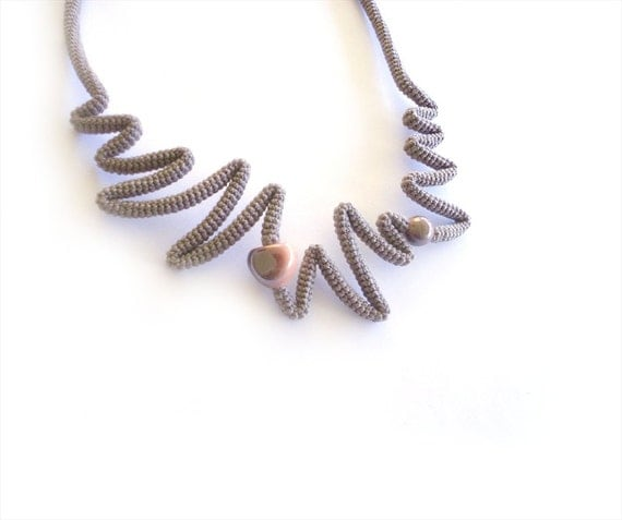 zig zag necklace made with yarn in grey