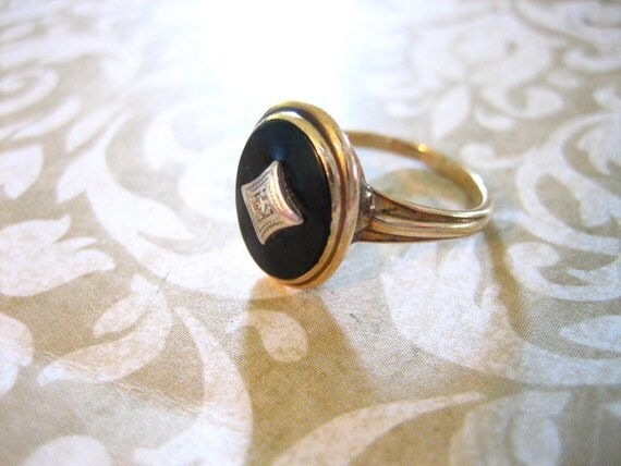 Antique 10K Gold  Budlong, Docherty Armstrong Onyx Cameo Ring with Diamond