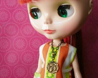 necklace for Blythe Barbie embossed leaf design B188