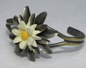 Metal Flower Cuff Bracelet with White and Yellow Daisy