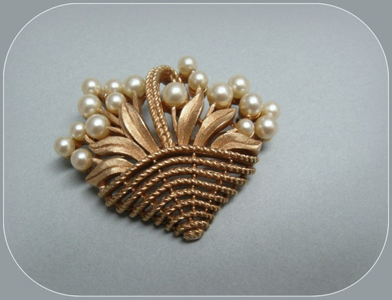 1950s Trifari brooch ... a brushed gold flower basket pin with pearls
