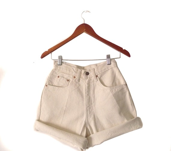 Vintage Levi's off-white High waisted denim shorts