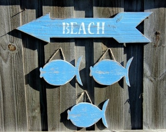 Weathered Lake House Decor, Set Of 3 Beachy Wooden Fish With Wooden Arrow Sign