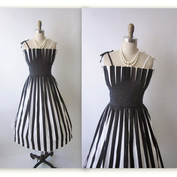 Vintage Op Art Dress // Vintage 1980's 50's Black & White Striped Crumb-Catcher Cotton Full Garden Party Dress M