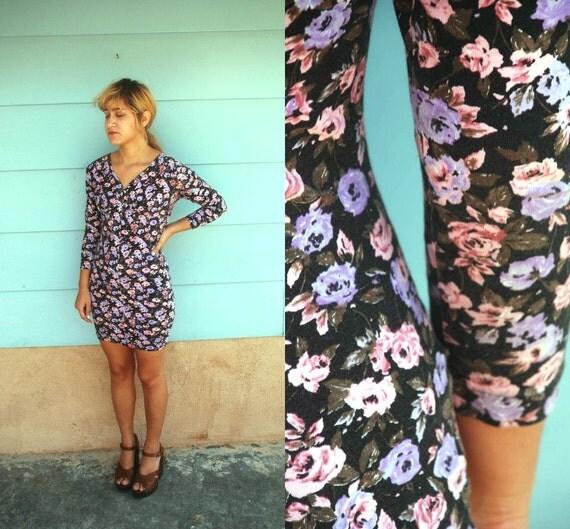 1980s. purple floral body con mini dress. s-m