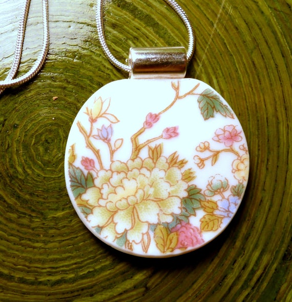 RECYCLED BROKEN CHINA Necklace - Asian Rose