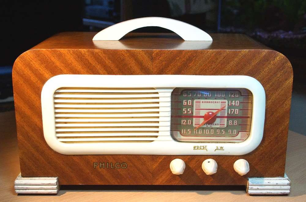 philco model 41 221 art deco radio 1941. Black Bedroom Furniture Sets. Home Design Ideas