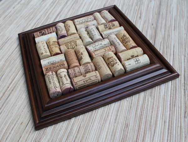 Cork trivet craft diy wine cork trivet reclaimed wood frame for Wine cork crafts guide