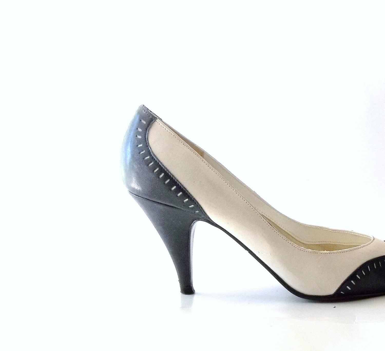 Vintage 60s. 70s. Womens Shoes. Pumps. Heels. Spectator. high