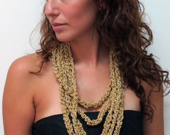 GOLDEN BEAUTY knitted layers' necklace
