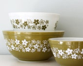 Vintage Pyrex Spring Blossom Green 3 Piece Mixing Bowl Set - 1970's
