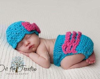 NEWBORN SET, 0 to 1 Months Baby Girl Hat, Turquoise Flapper Hat with Hot Pink Bow, and matching Diaper Cover with ruffles. Baby Photo Props.