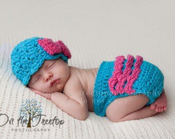 Baby Girl Set, 0 to 3 Months Baby Girl Hat, Diaper Cover, Turquoise Flapper Hat with Hot Pink Bow, Diaper Cover with ruffles. Photo Props.