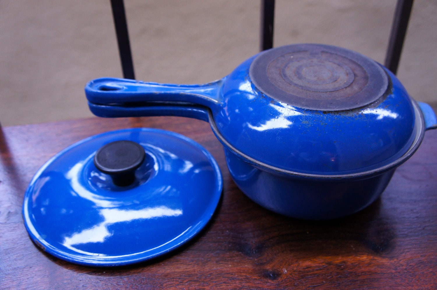 dark blue le creuset set sauce pan frying pan or skillet. Black Bedroom Furniture Sets. Home Design Ideas